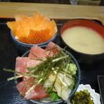 市場食堂 - まぐろ丼とサーモンイクラ丼セット(980円)