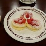 La Pullman Caffe' - かおりのイチゴのパンケーキ