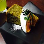 伊右衛門サロン - デザートセットの抹茶シフォンケーキ +¥250