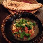 キャラヴァンサライ包 - サブジカラヒィ(野菜:カリフラワー、トマト、ズッキーニ、ピーマンの鉄鍋焼き) ナン