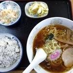 ふじみや食堂 - ミニ釜揚げしらす丼ラーメンセット