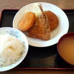 苗場 - ミックスフライ定食690円