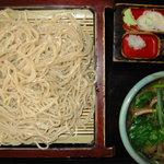 佐鳴庵 - 料理写真: 鴨せいろうそば 1418円 鴨肉を煮込んだ温かい汁に冷たい麺をつけます。