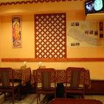 インド・ネパール料理 FULBARI - 店内の一部です インドの神様の絵が貼られていました