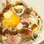 麺や 鳥の鶏次 - レアチャーシュー丼