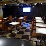 BUZZ & Marion, CLUB DAM Tenjin - 奥にステージがあります