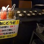 BUZZ & Marion, CLUB DAM Tenjin - ふりかけや漬物、玉子、ご飯のお代わりは自由に楽しめます