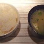 BUZZ & Marion, CLUB DAM Tenjin - ご飯と味噌汁も運ばれます