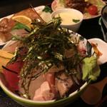 一歩 - ミニ海鮮丼定食(1850円)小鉢、茶碗蒸、揚物(ヒレカツ)、焼物、かに汁、漬物他