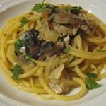 トラットリア イル シレーネ - ブカティーニ イワシ、ドライトマトと松の実