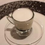 ポンテ デル ピアット - イカ墨とじゃがいものスープ