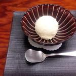 岡半 -  ハーゲンダッツのバニラアイスクリームです。