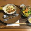 カフェ アジャーラー - 料理写真:レンコンと生姜の焼きチーズカレー ランチ