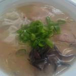 麺ズ赤のれん - ワンタン麺 650円