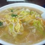 新華苑 - 料理写真:甘味のあるキャベツが沢山入った味噌ラーメン、バターが効いてて温まります。