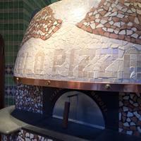 ピッツア以外の料理もナポリの薪窯で調理しています!