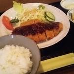 デザート - 料理写真:名古屋名物の味噌カツをランチでいただきました。