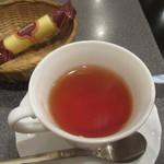 48104613 - 紅茶、お菓子