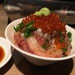 USHIHACHI 牛8 新宿歌舞伎町店 - 牛トロいくら丼