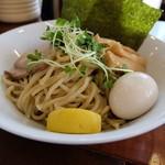 吉四 - 存在感のある太麺