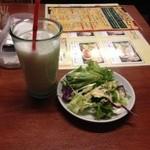 ニルヴァーナ - 料理写真:ランチのサラダ、ラッシー