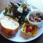 スナッピィ - 前菜、サラダ、パン