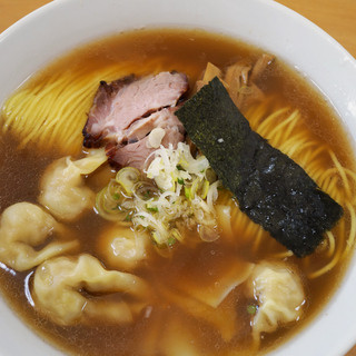かでかる - 料理写真:醤油ワンタンメン
