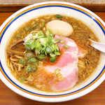 ラーメン暁 - こってり味玉ラーメン(¥900)。スープは黒っぽく、醤油風味が前面に出る