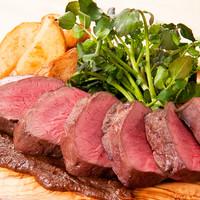 神田の肉バルの人気メニューが食べられる!