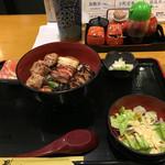 48202906 - 焼き鳥丼 ご飯少な目                       770円