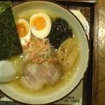 麺道 しゅはり - 潮らーめん+半熟玉子