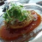 48221054 - 大根のかき揚げかに肉のサラダを乗せて、盛り盛りのサラダの中には蟹肉が・・・