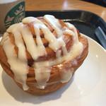 スターバックスコーヒー - 料理写真:シナモンロール。中モッチモチ!香り豊か!そのらへんのパン屋より美味しい!