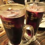 下町ビストロ リカリカ - ジョッキスパークリングワインの赤。 氷が入ったがぶ飲みスタイルです。なみなみワインもあります。