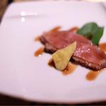 48263087 - 鴨肉の桜チップの燻製