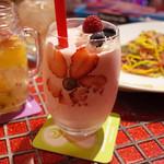 KAWAII MONSTER CAFE - シェイク・ヒップ・シェイク ストロベリー(900円・外税)