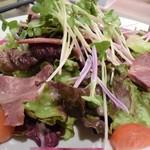 Dining TABI - 馬のタンとさくらかいわれ・紫の菊のサラダ。