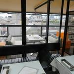 48300969 - N.Y.のペントハウスをイメージしたと云う都会的な店内1