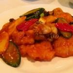 重慶飯店 - 魚香双鮮(白身魚とイカの辛子ニンニク炒め)