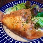 アラビック酒場 タムタム・クラブ - 「チーズとツナ半熟卵のブリック」780円