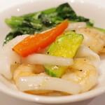 新世界菜館 - 小海老・烏賊と白ウドのあっさり炒め