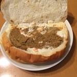 グラムハウス - カレー。 ポテトサラダとカレーペーストがサンド。