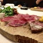 48489104 - 幻ネロパルマの生ハムと上質なイタリア食材の盛り合わせ