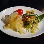 48496251 - ランチ:カジュアルセット(クラゲの冷菜と野菜の甘酢漬け)
