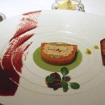 レストラン タテル ヨシノ 銀座 - 人参をまとったフォアグラのフォンダン、よもぎのジュレ添え
