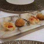 スリオラ - 中にオリーブオイルが入ったシューとお米のチップス