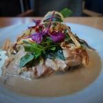 CALLEJERO - 鶏もも肉、マッシュルーム、白菜のクリーム煮 グリーンカレーのアクセント