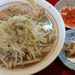 千里眼 - ラーメン麺半分 ヤサイ少な目 ニンニクとカラアゲ別皿で 730円