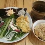 48572396 - 玄米ランチプレート 、葉っぱと根っこ茶