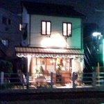 TRATTORIA Mocco - 自由が丘駅から大井町線の線路沿い